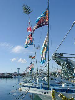 大洗港:新年の大漁旗