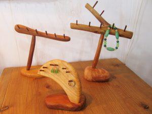 木のアクセサリーフック:置き型