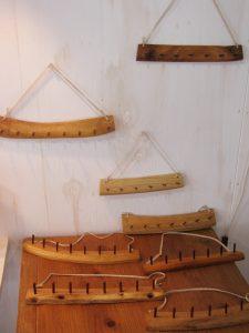木のアクセサリーフック:吊り型