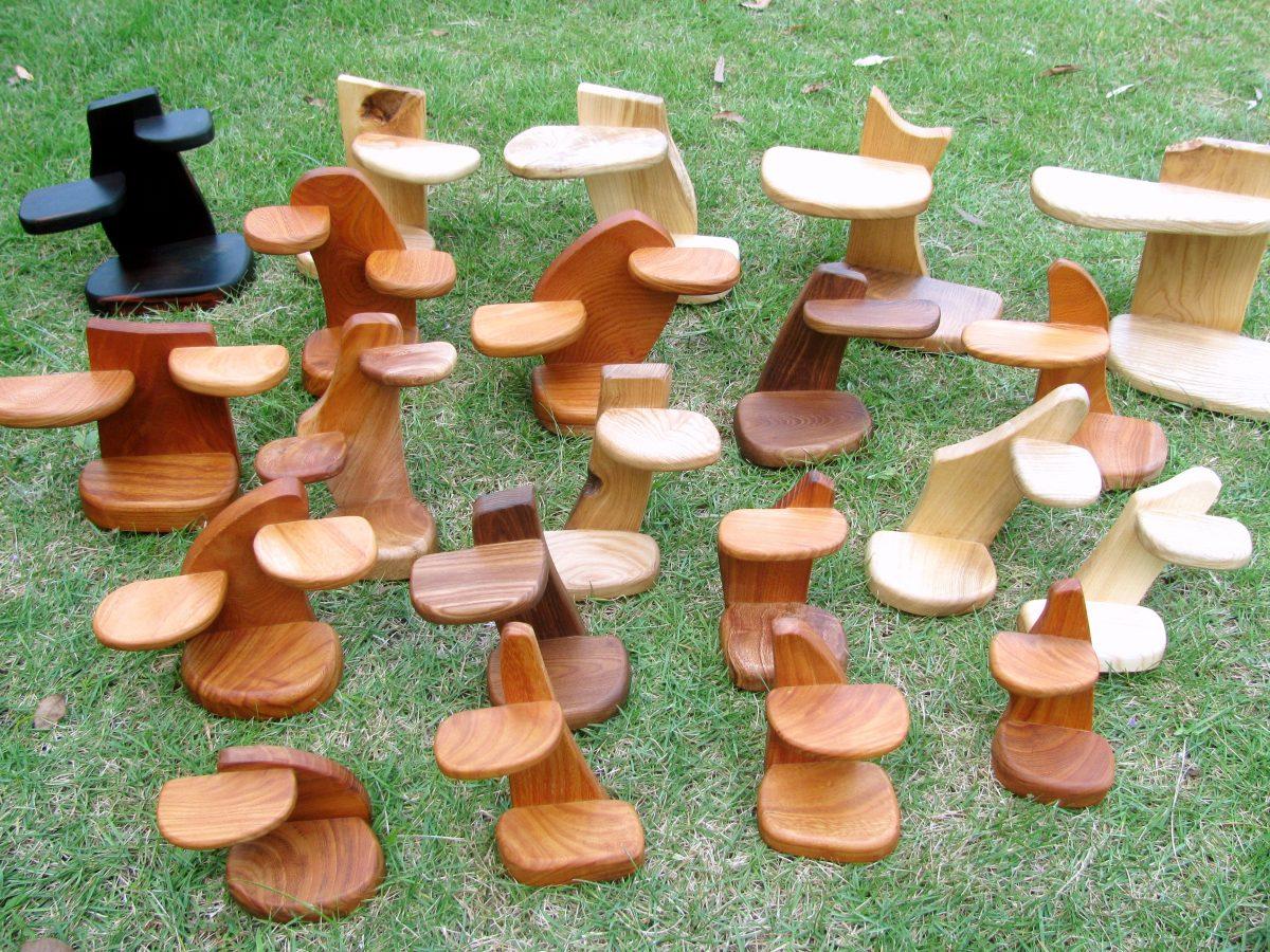 集めた小物が生きる、ミニ飾り台
