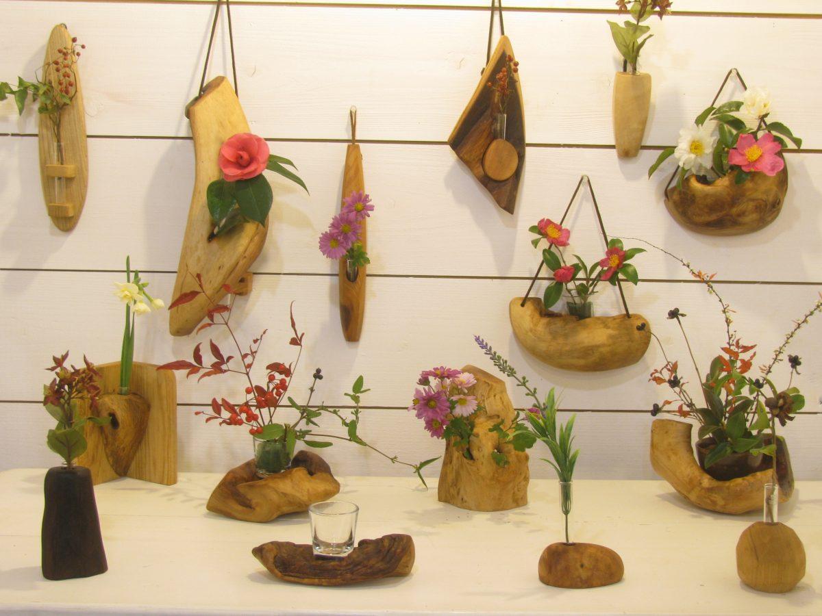 木の個性を生かした花器