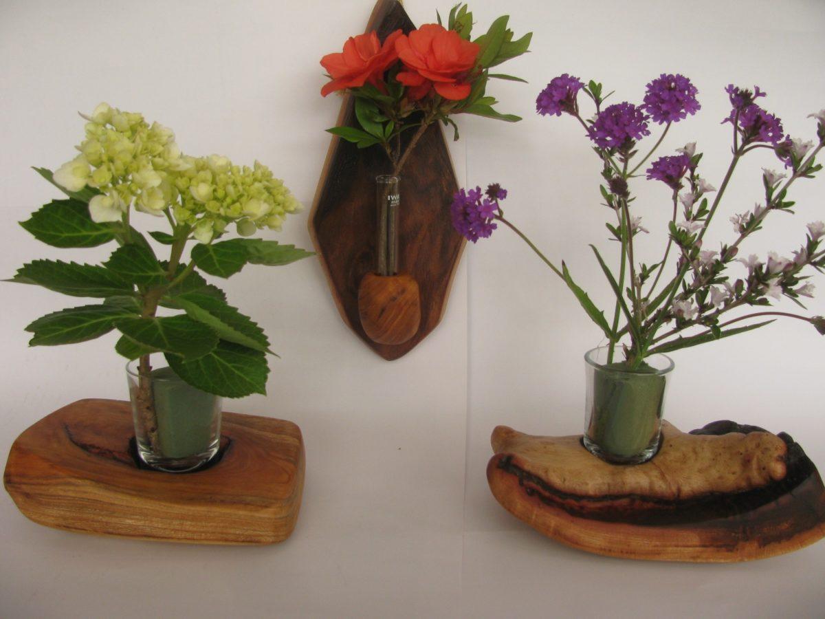 欅の丸太で、自然木の花器