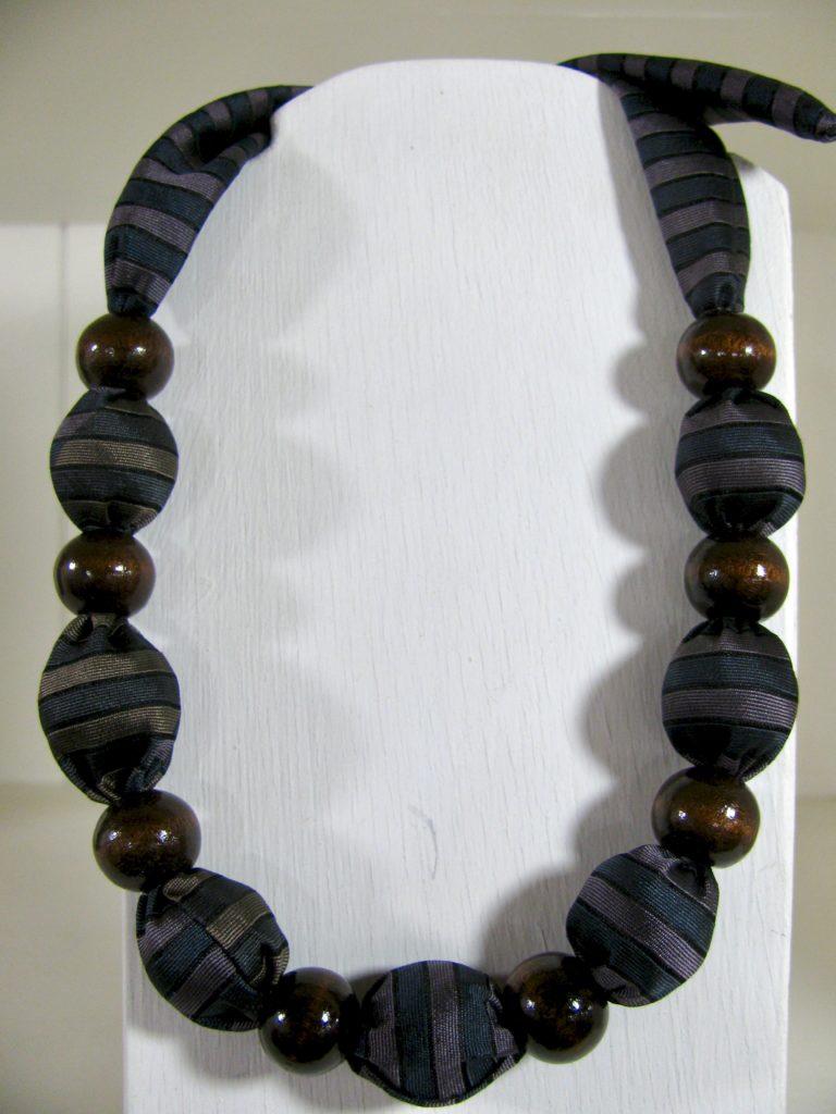 布のネックレス