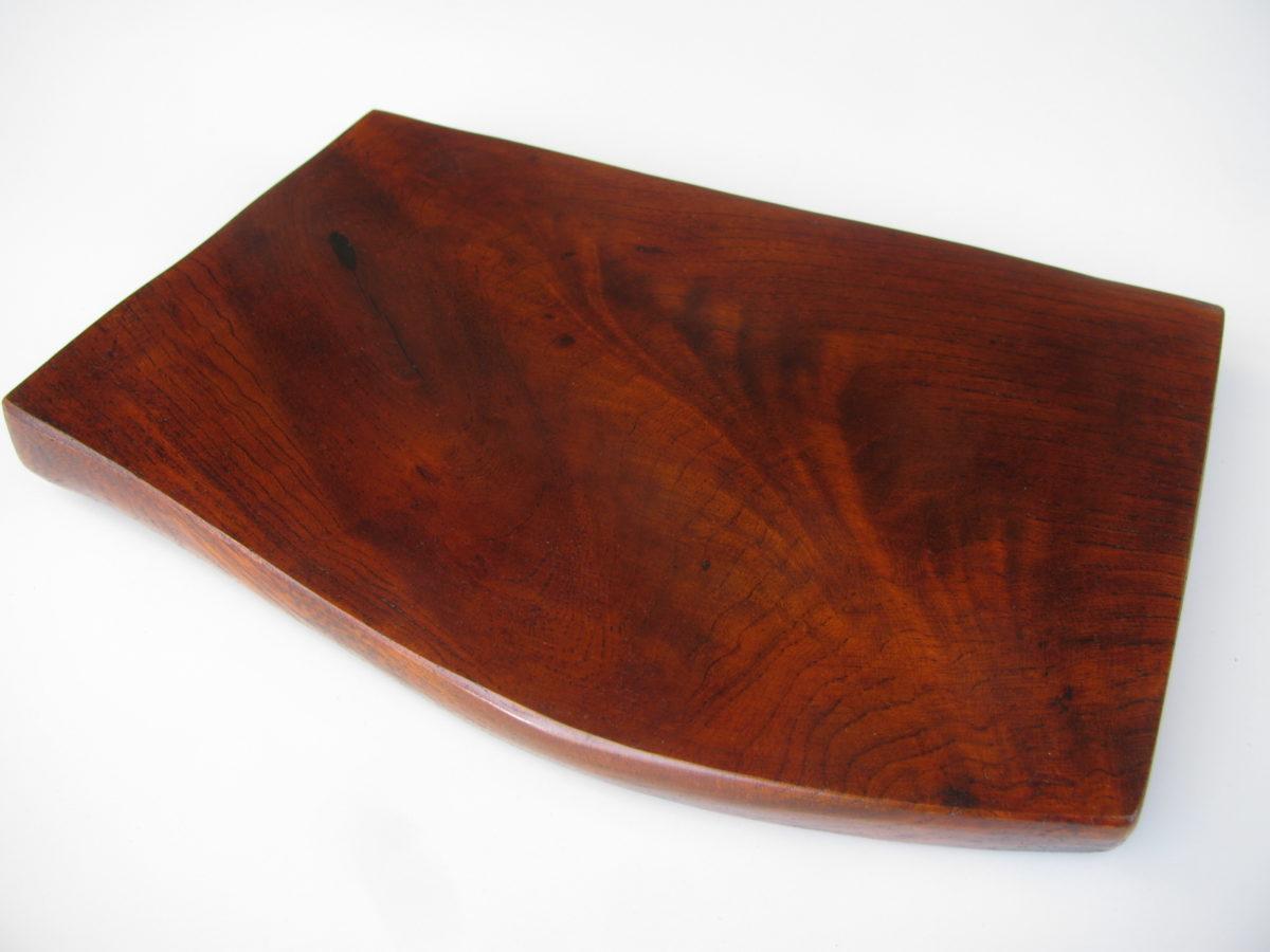 自然木の暴れた栓(せん)の漆皿