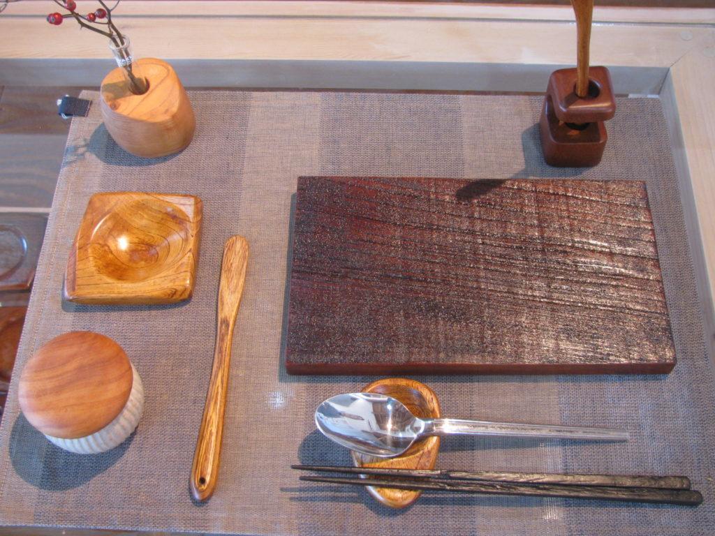 食卓を楽しくする木のアイテム