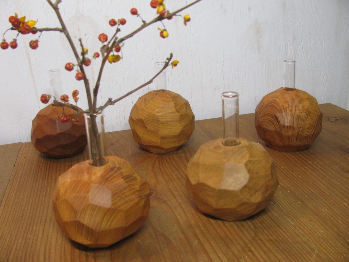 自然木の面取り置きボール型一輪挿し