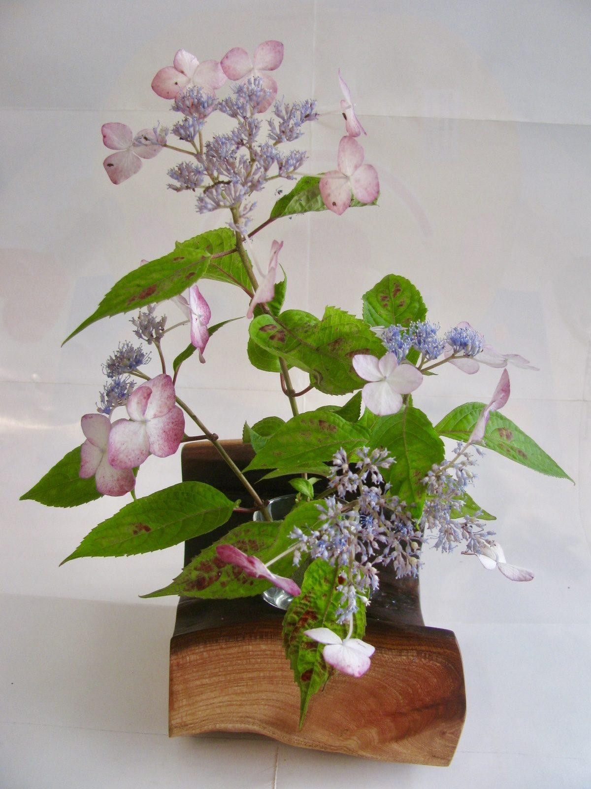欅の洞を生かした自然木の花器