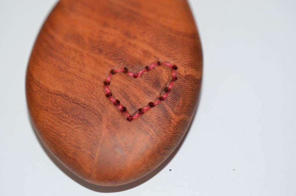 自然木刺繍ネックレス