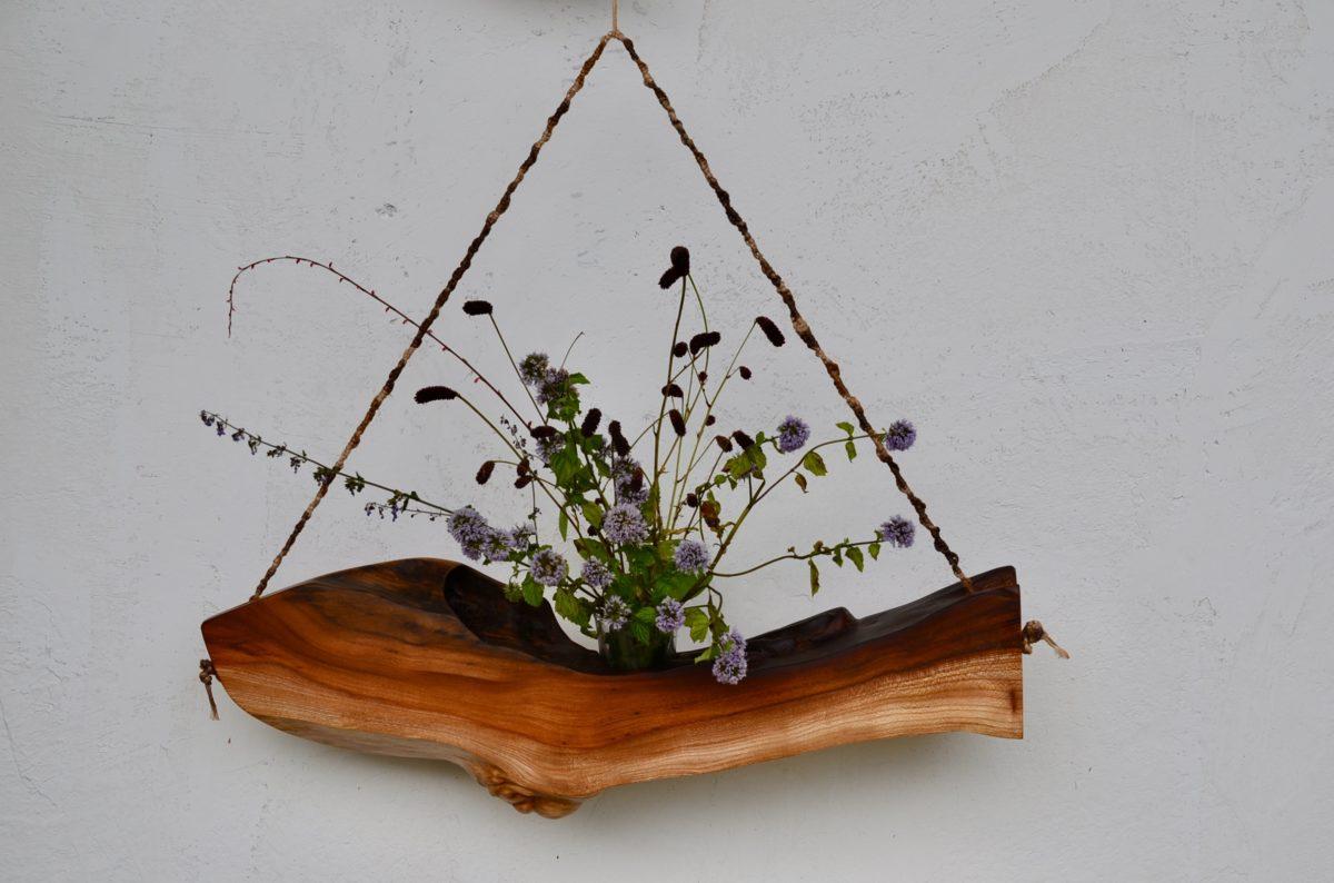 自然木:欅の洞を生かした花器
