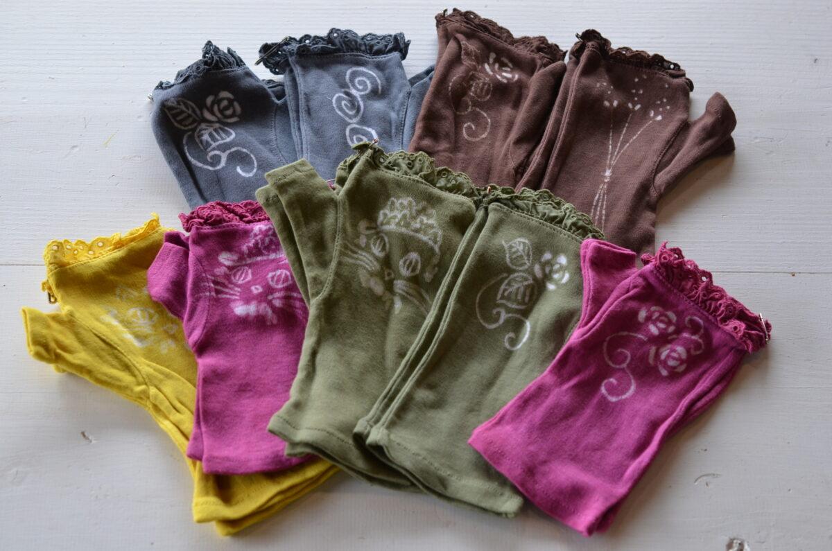 小木曽多香子さんのローケツ染めの手袋