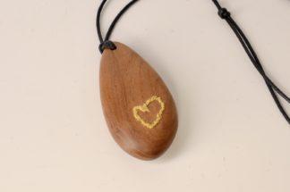 自然木のペンダント:刺繍