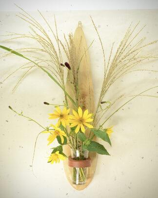 自然木の壁掛け花